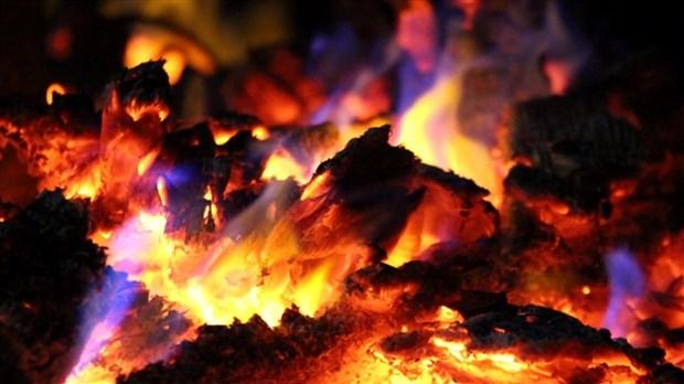 des-cendres-causent-un-incendie-dans-une-residence-de-la-rue-papineau-001-620x348.jpg